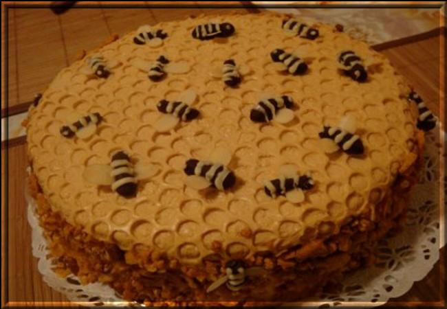 Торт медовый домашний рецепт с пчелками